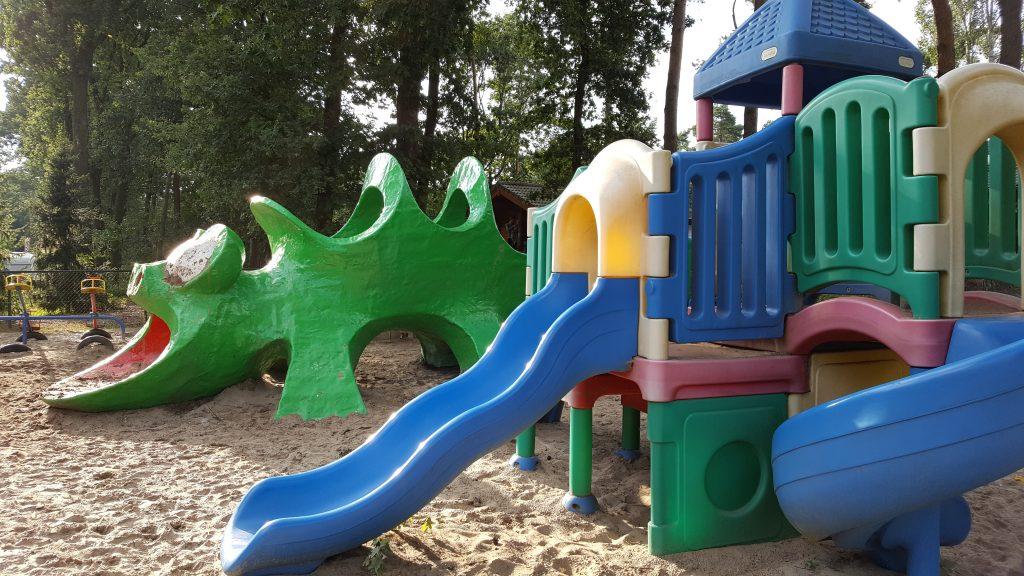 Glijbaan speeltoestel plastic kleurig