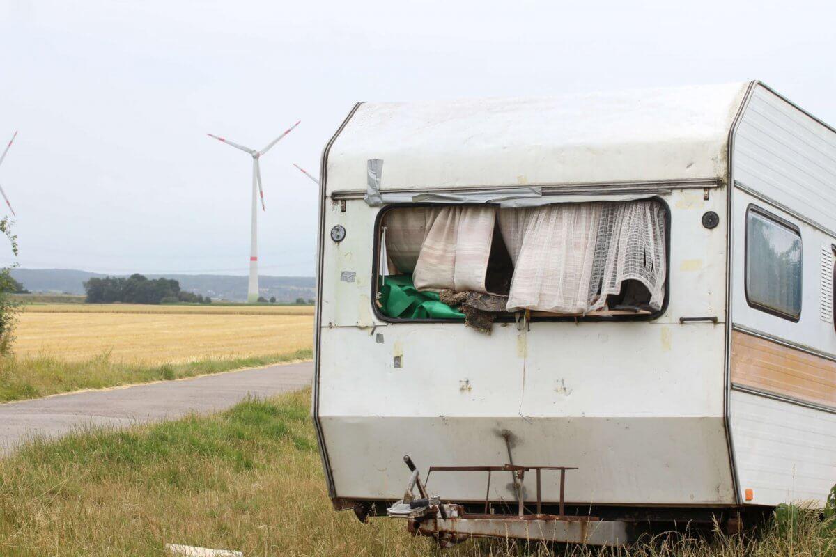 Oude vieze 2ehands caravan