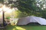 Tent eigen camping zonsopkomst fietsen