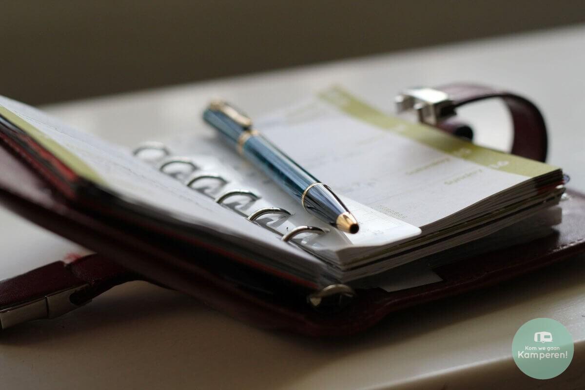 Agenda met pen voor vakantiedagen