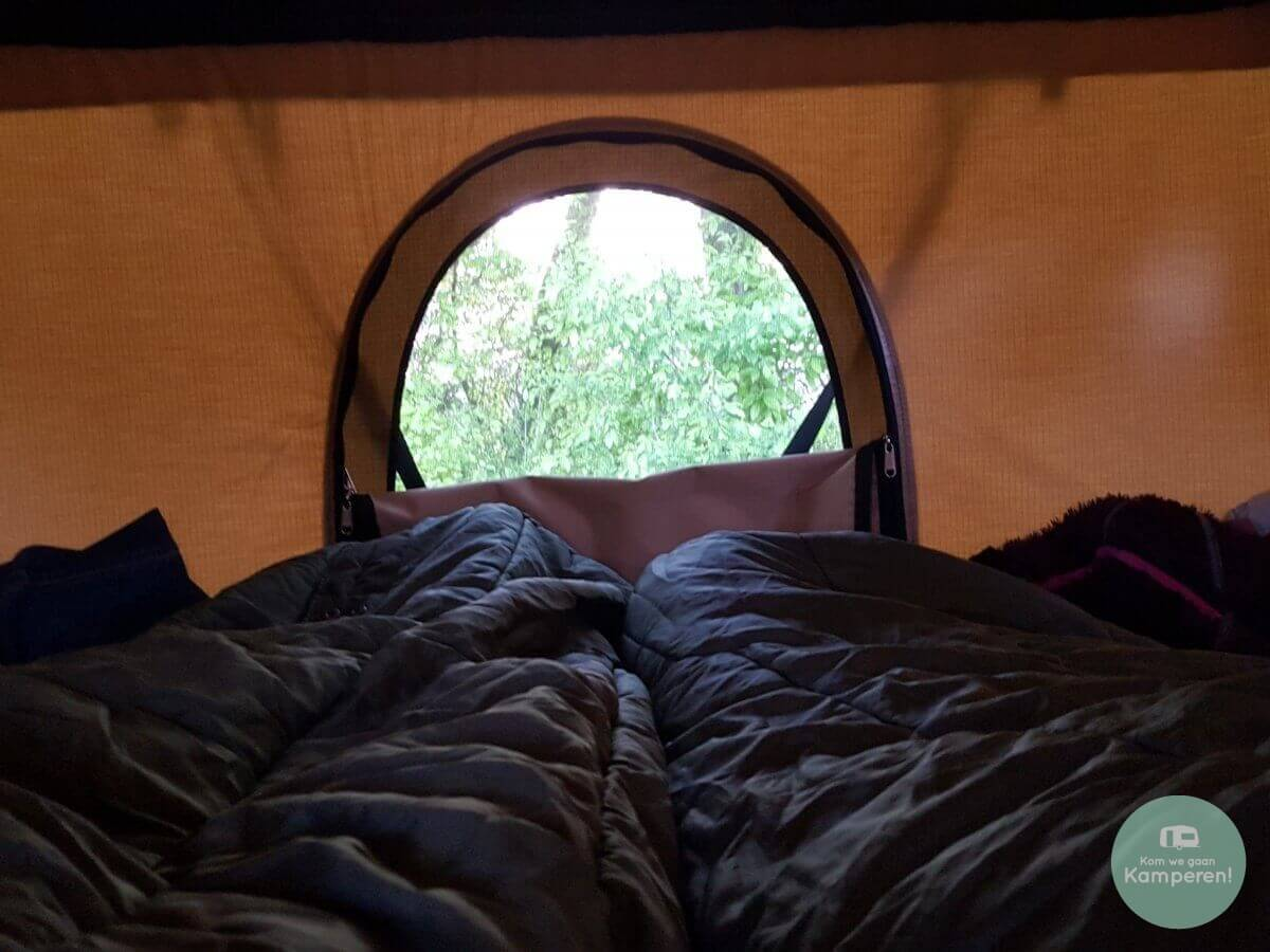 daktent slaapzak wakker worden camping