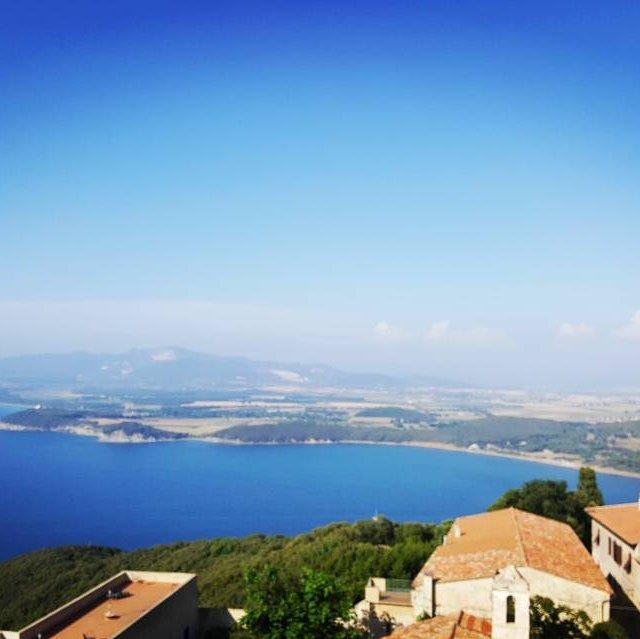Nice view Populonia Tuscany toscane kasteel sea hills komwegaankamperen Campinghellip